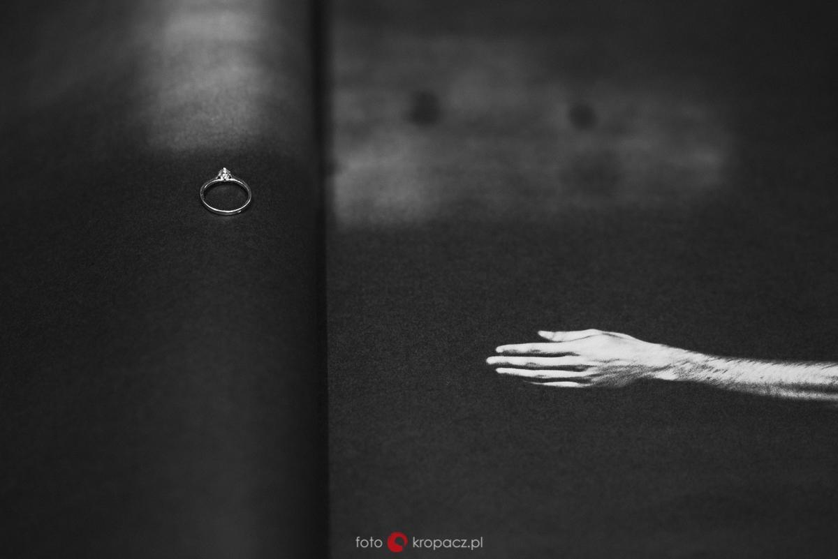 sesja-narzeczenska_fotografia-slubna_sesja-portretowa_zdjecia-zakochanych_fotograf-Warszawa-Piaseczno-Opole_FOTOKropacz-127