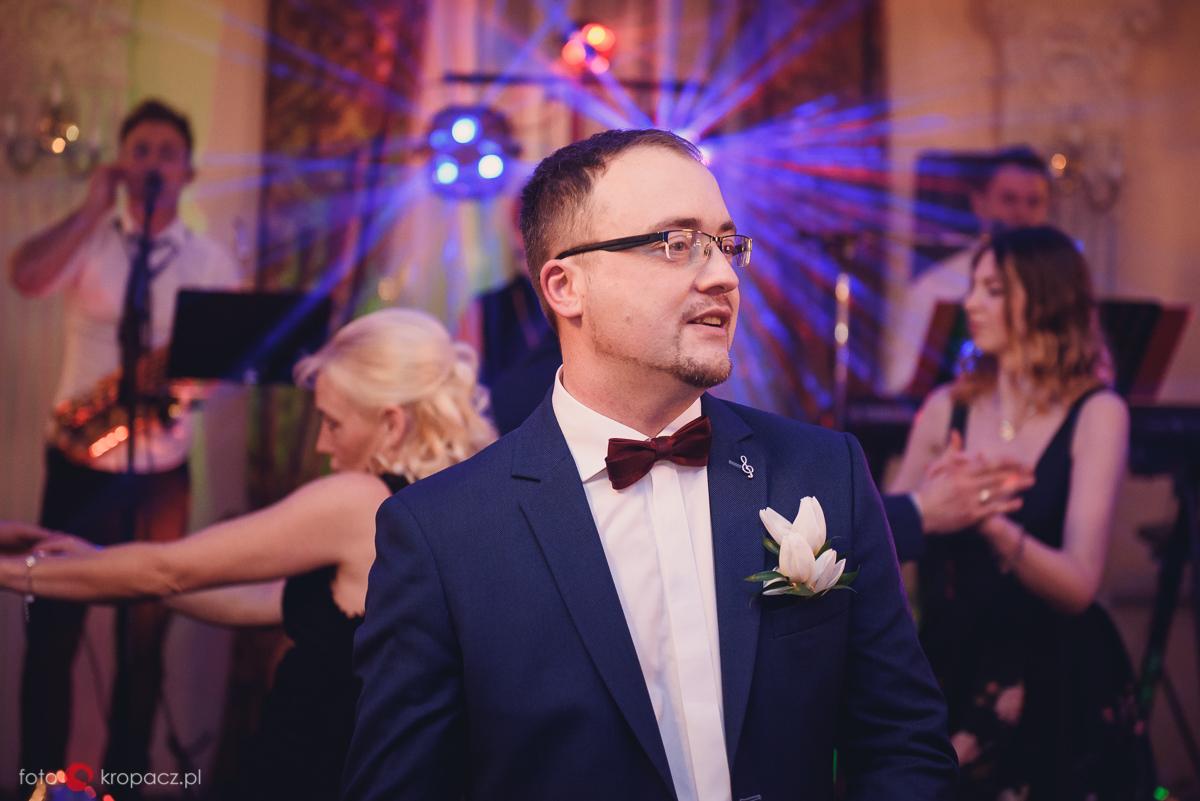 fotografia-slubna_fotograf-slubny-Warszawa-Piaseczno-Opole_fotograf-na-wesele_przygotowania-do-slubu_FOTOKropacz-155